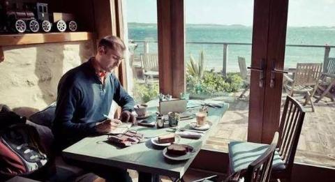 西班牙小伙喜欢写日记,几年下来练就了绘画的本领