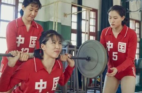 """那个蹲在墙角练习深蹲的郎平,丝毫看不出是中国女排的""""铁榔头"""""""