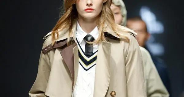 2021上海时装周上的英伦风尚,或优雅率真或浪漫而有力量