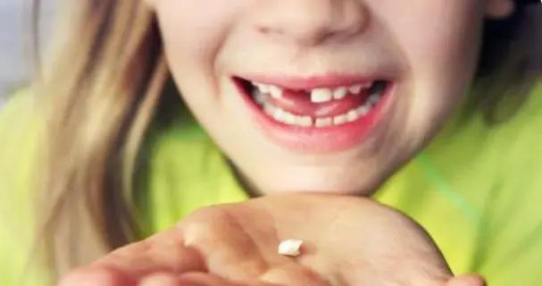 """孩子乳牙整齐漂亮,换牙后却越来越""""歪""""?可能是这几点没做好"""