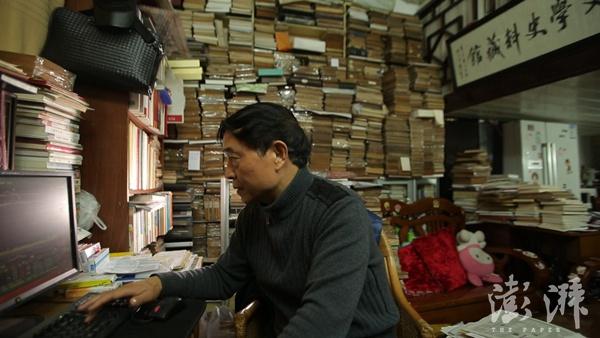 生活记忆⑪|藏书家瞿永发:40年买书没买房,不后悔