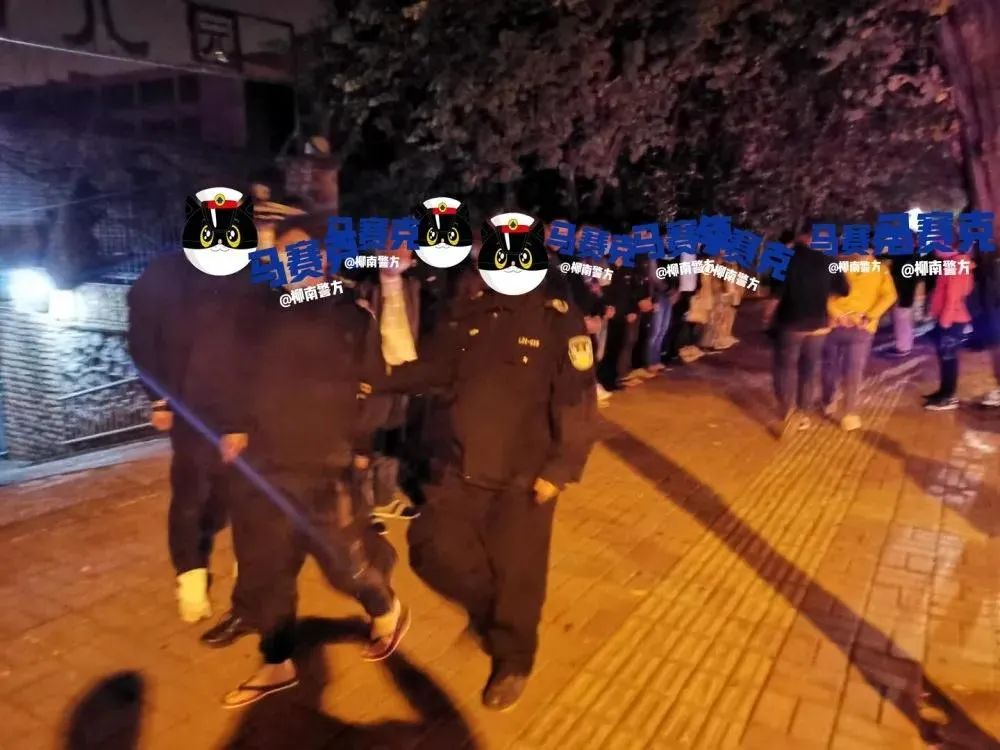 """警方连捣""""淫窝""""!一特大组织卖淫犯罪团伙34人被拘"""