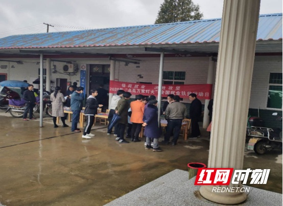 南县明山头镇:积极开展稳岗就业决胜脱贫攻坚活动