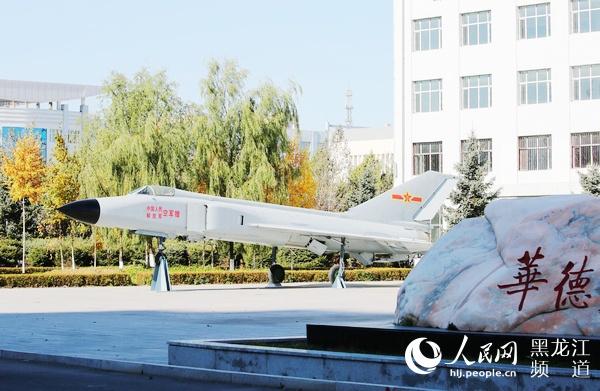 黑龙江省国防教育基地哈尔滨华德学院退役展示区再添装备