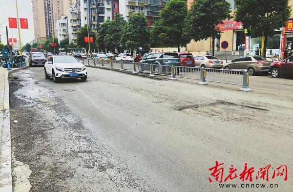 清泉寺北路满地坑洼过往车辆太颠簸 市民盼修补