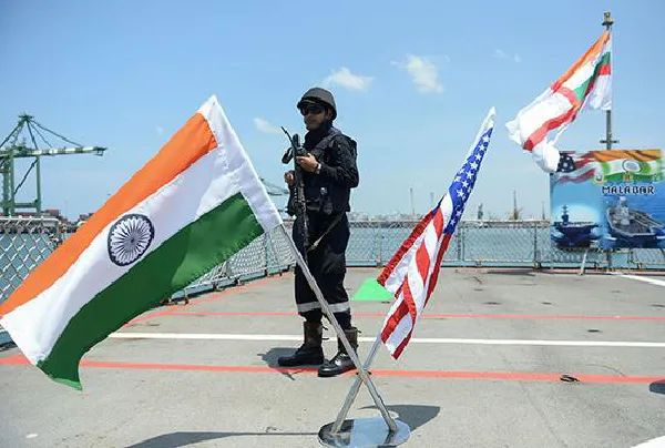 """由印度、美国和日本三国海军参与的2018年度""""马拉巴尔""""海上联合军事演习(资料图)"""