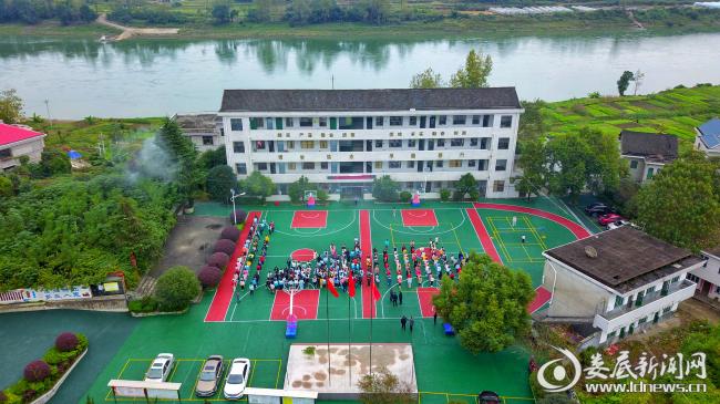新化县石冲口镇化溪中学开展消防安全疏散演练活动