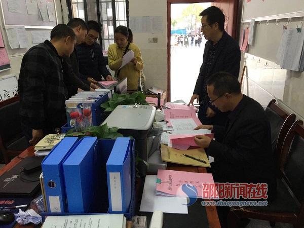 隆回县教育局对西洋江镇辖区学校进行年终安全工作检查