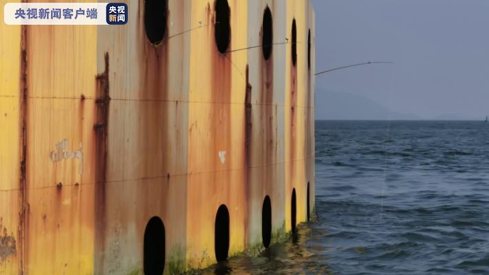 广东海事、公安联动执法 打击非法登港珠澳大桥垂钓