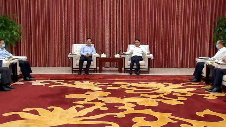 王伟中会见四川省甘孜藏族自治州党政代表团