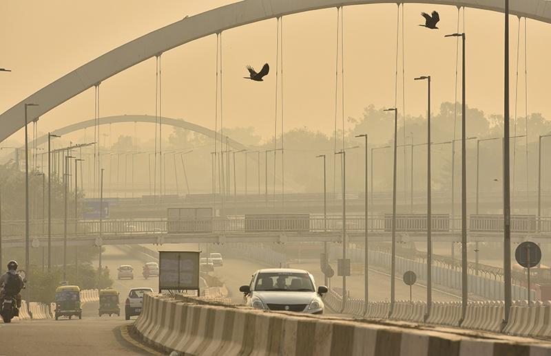 印度首都新德里空气污染加剧,研究:或使新冠疫情恶化
