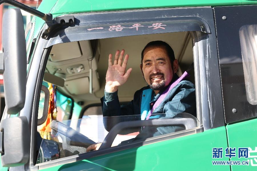 【民族团结党旗红】其美多吉:140万公里的幸福传递-新华网