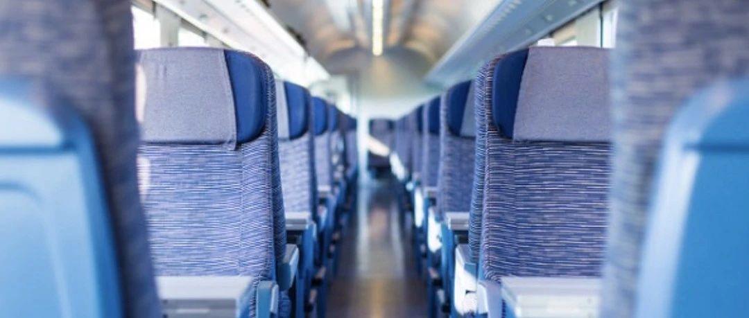 """行李和餐桌挡道,奇葩男子竟拒不让靠窗乘客通过,另类高铁""""霸座""""非治不可!"""