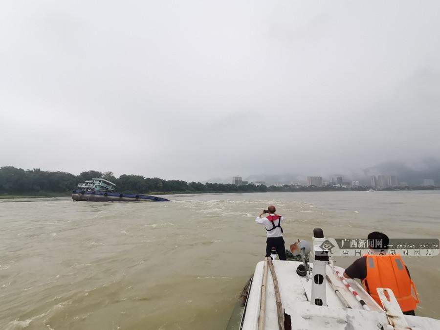 急!一装载1850吨石渣的货船触礁 302艘船被堵