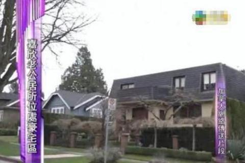 带你看看钟嘉欣的豪宅,住在单独的别墅区,灰色外墙一点也不起眼