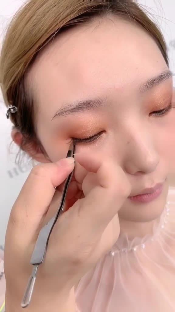 假睫毛怎样贴出无痕自然扩大眼型的效果