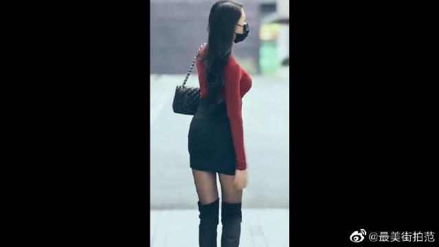 街头遇到的气质美女,长筒靴搭配包臀裙,真是美得很