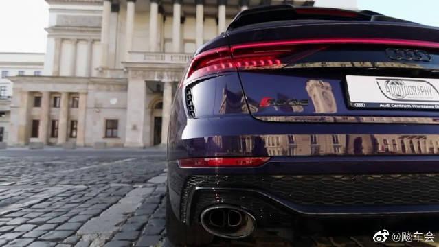 2021款,搭载V8发动机,天鹅绒紫色的车身!