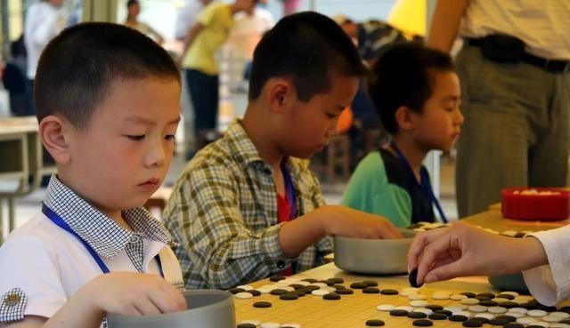 新时代育儿方式,不是给孩子一味地灌输知识,而是从兴趣爱好出发
