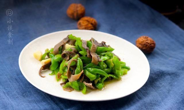 """火锅店特""""坑人""""的食材,超市40一斤,店里68一盘,人们特喜欢点"""