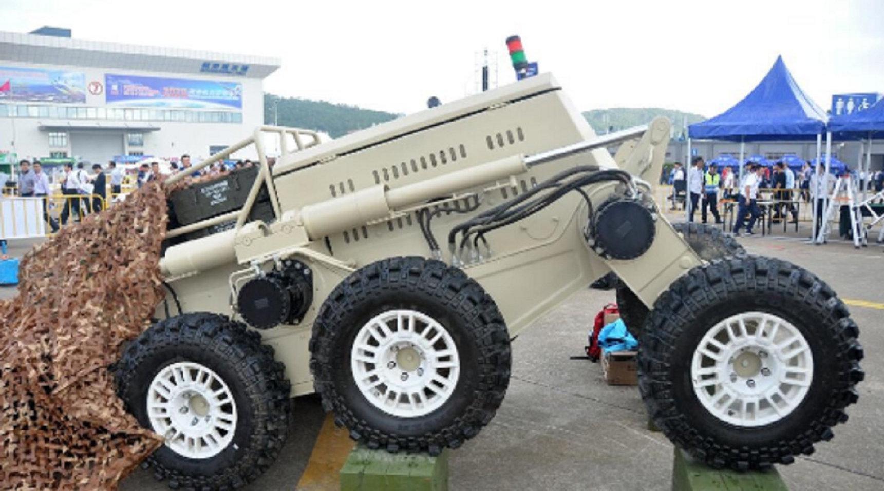 """我军展示新型无人车,外形神似火星车,爬坡能力超过美国""""大狗"""""""