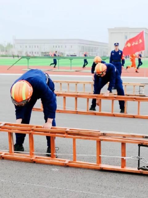消防员日常训练,所有汗水只为再快一秒!❤️