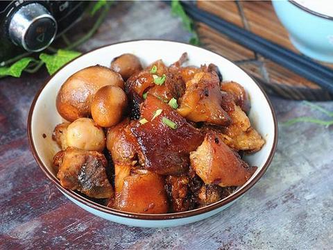 家常美食:菠萝炒年糕,三杯酱香猪蹄,蒜蓉粉丝扇贝