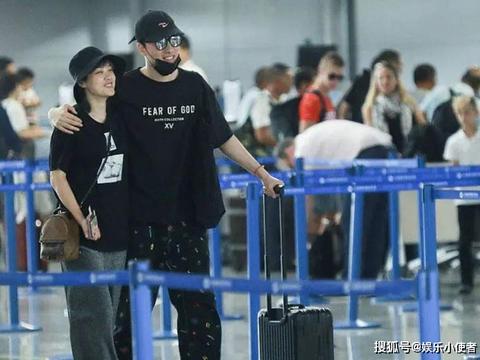 吴莎小腹突起已怀孕?与刘翔现身机场,发福明显比老公更身宽体胖
