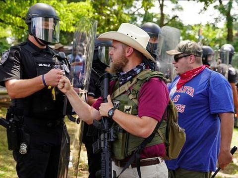 美国大选前出现枪支抢购潮,官员担心引发暴力或恐吓选民