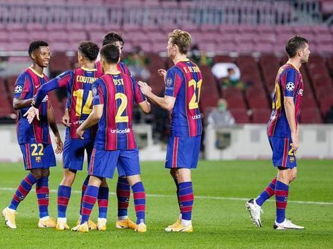 欧冠21日首轮综述:巴萨横扫费伦茨 尤文2球生基辅 巴黎不敌曼联