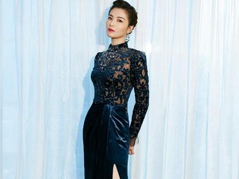 刘涛出席活动,穿卡其色小西装搭一条黑色裙子,人美气质好!