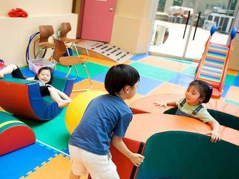 男宝突然爱上幼儿园,原因竟是这个,宝妈哭笑不得:随他爸了