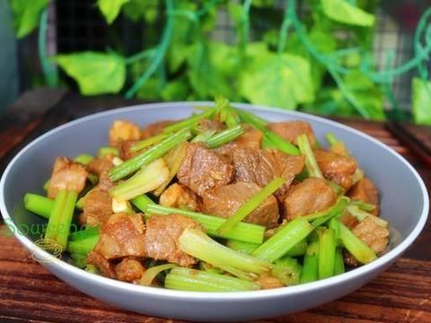 进入农历九月,吃肉首选它,加香芹炒一炒很好吃,下饭又暖胃
