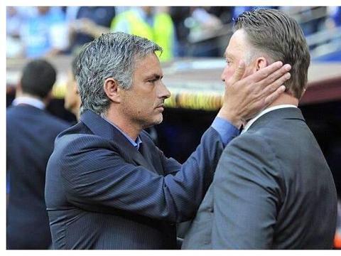 """范加尔澄清穆帅""""抢位置""""成为曼联继任者,是门德斯提前签下合同"""