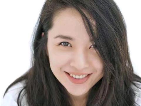 她曾是个小影后,二婚嫁给靳东变不红,今42岁素颜状态像大学生