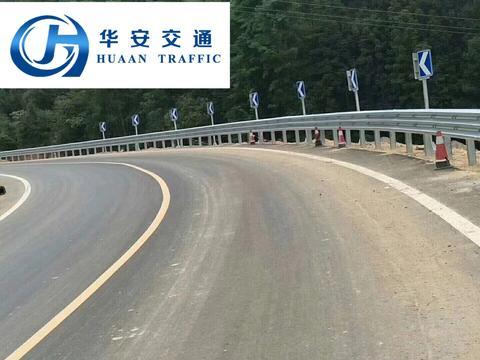 高速公路加强型防撞波形护栏的优势及应用范围