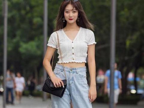 秋冬季节,选择浅色系阔腿裤穿搭,简单优雅的利器,显瘦又时髦!