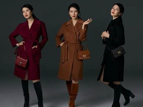 高圆圆不愧是街拍女神,米色风衣搭MK包包,轻奢单品穿出高级感
