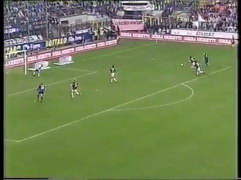 2001年的今天,AC米兰德比4-2击败国米