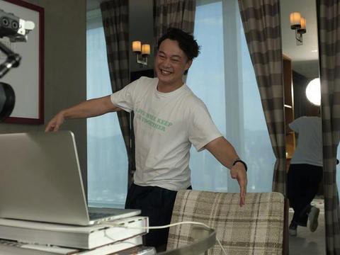 陈奕迅曝很久没收入,庆幸自己不爱花钱,待在家女儿称有点不习惯
