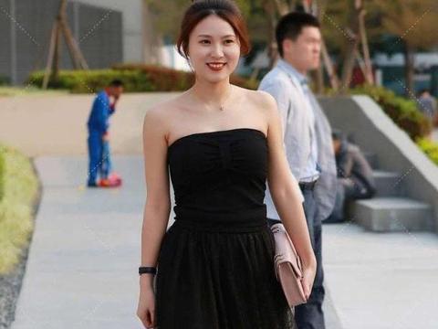 气质型美女,穿搭黑色网纱裙,仙气十足,美丽优雅