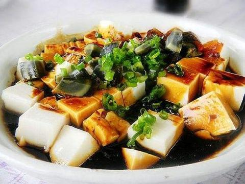 凉拌皮蛋豆腐,鲜美滑嫩,制作简单,爽口开胃