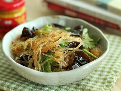 家常美食:拌木耳粉丝,豉油蘑菇鸡丁,核桃燕麦粥