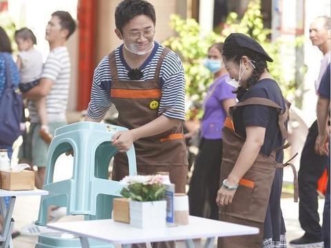 杨迪和妈妈摆摊卖100份螺蛳粉,注意一碗的价格,没有看错吧!