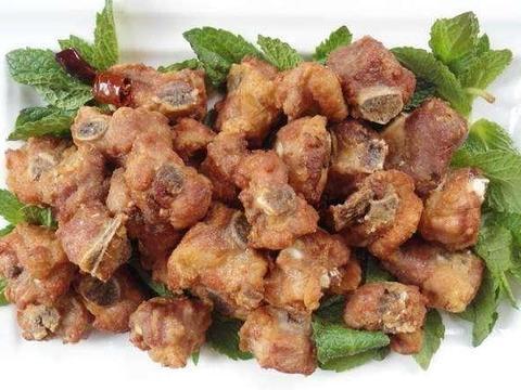 家常美食:蒜香炸排骨,腰果虾仁,豌豆尖煎蛋汤