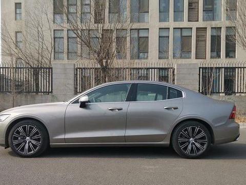 开完沃尔沃S60,又买雷克萨斯ES,谁档次更高,车主:实力相当