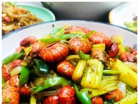 芹菜爆炒虾尾,扇贝粉丝,清蒸鱼,干锅花菜,那一样最馋人?