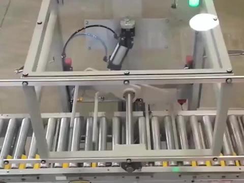 自动化设备180度翻箱机,全程无人操作箱子毫无破损!