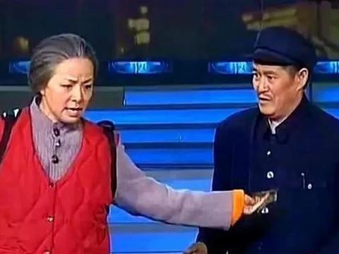 他曾上过24次春晚,落魄时只有宋丹丹不离不弃,今58岁家庭幸福