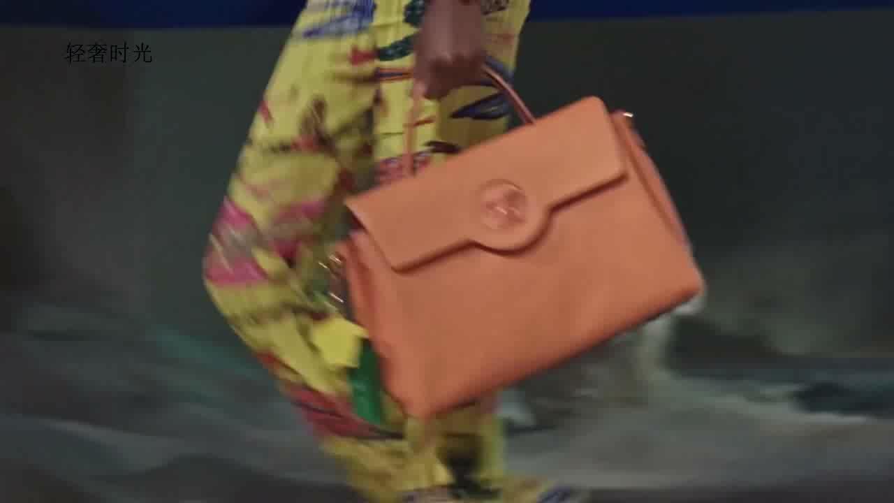 意大利轻奢品牌Versace(范思哲)2021SS时装秀04